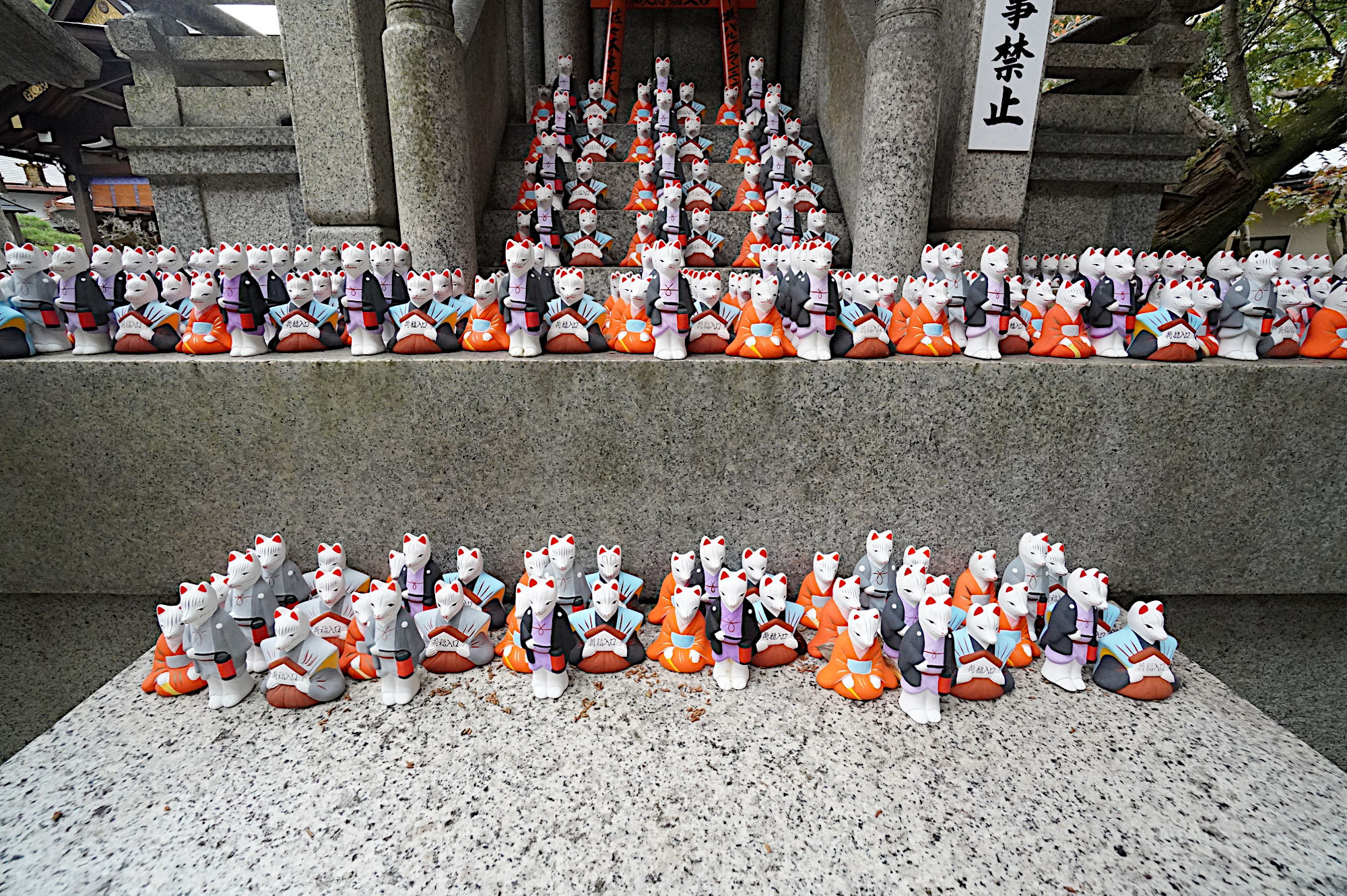 【伏見稲荷大社】荒木神社のお狐様