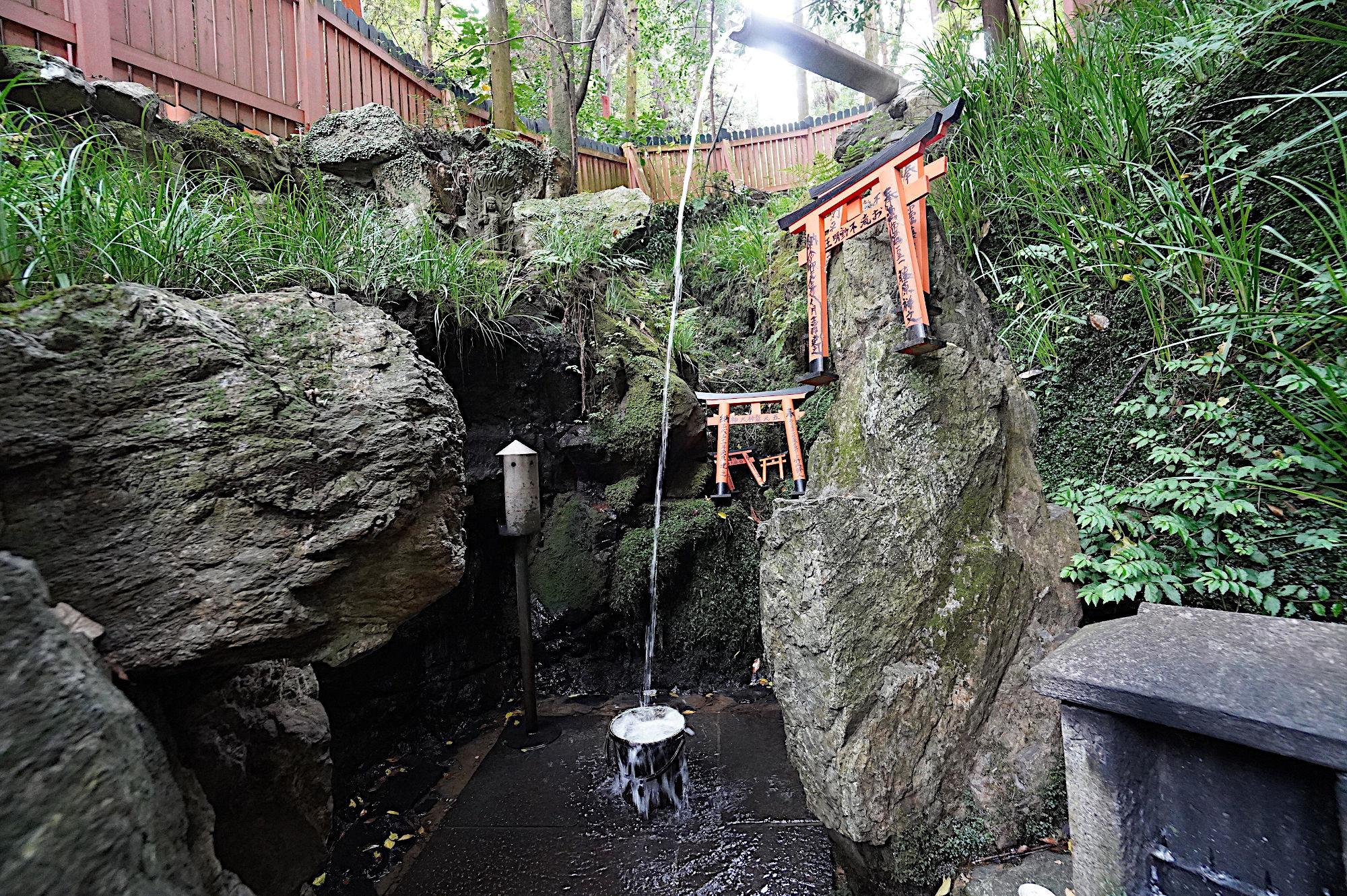 【伏見稲荷大社】薬力の滝
