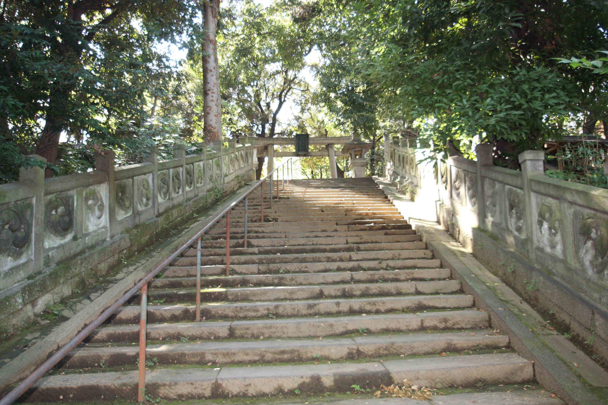 東参道の階段