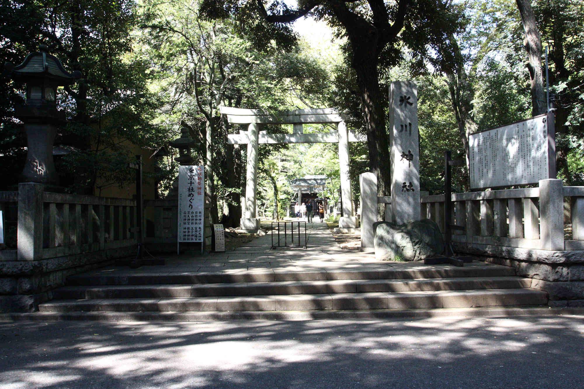 赤坂氷川神社 正面入り口と鳥居