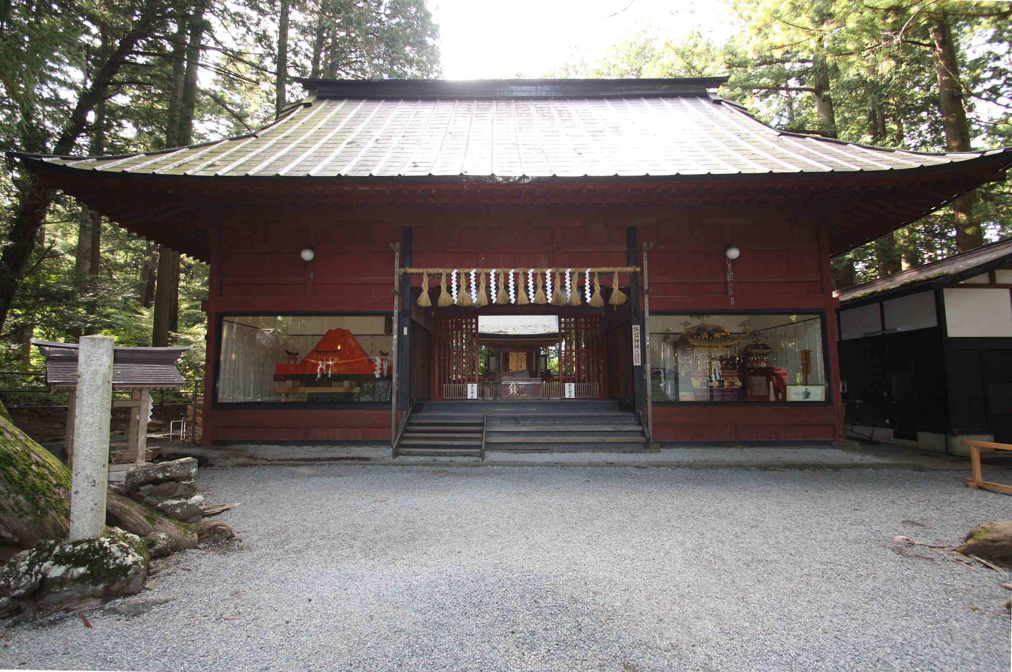 【摂社】諏訪神社の拝殿