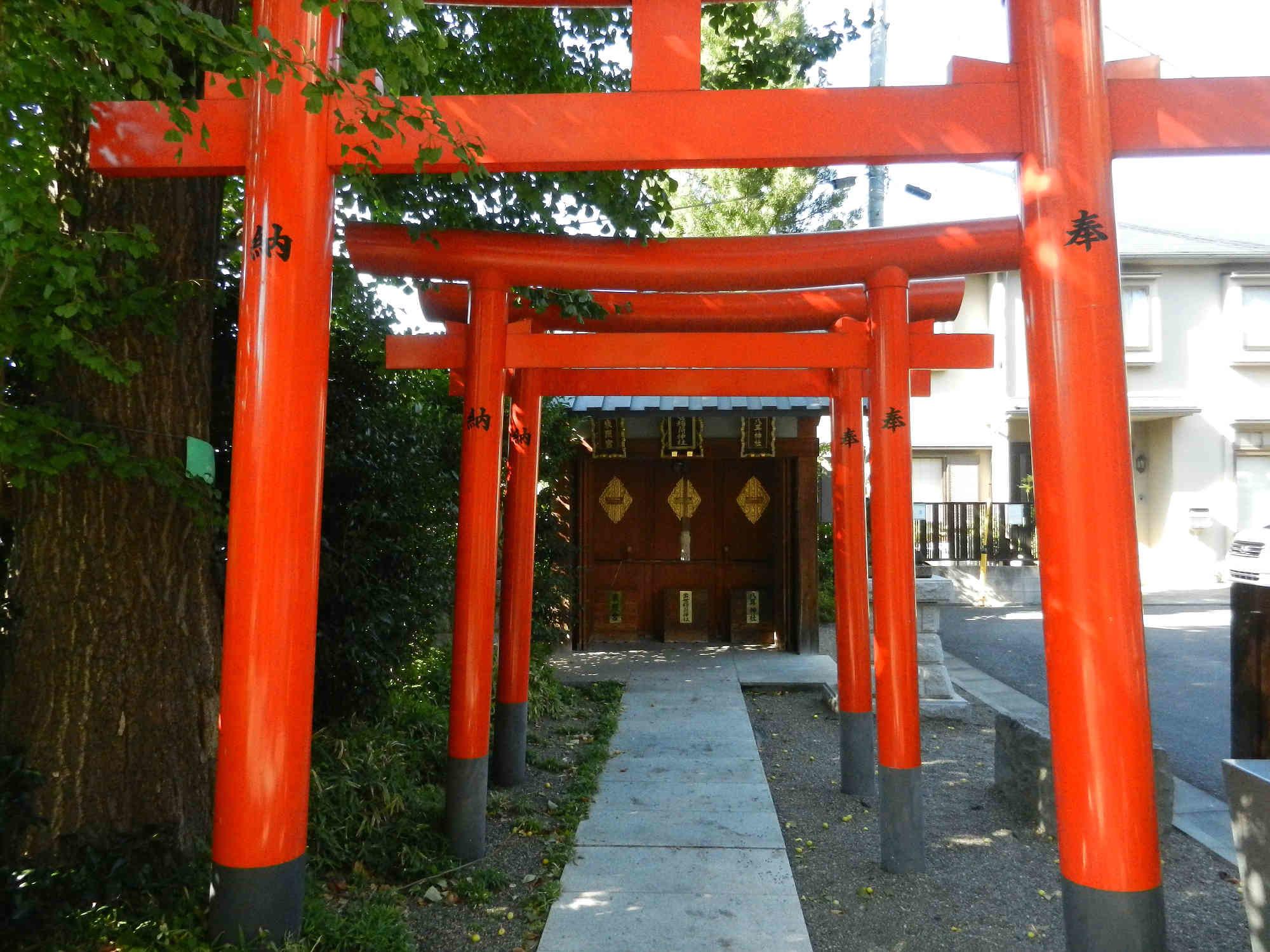 八耳神社、出世稲荷神社、東照宮の鳥居