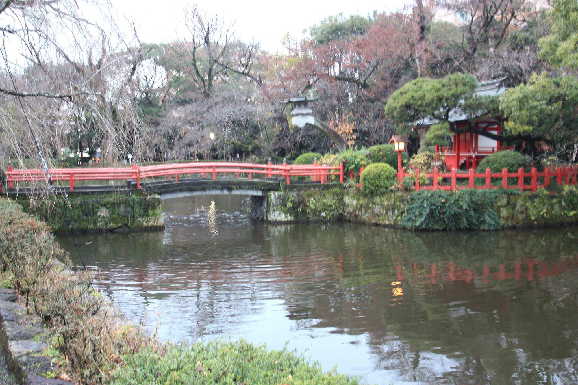横から見た厳島神社