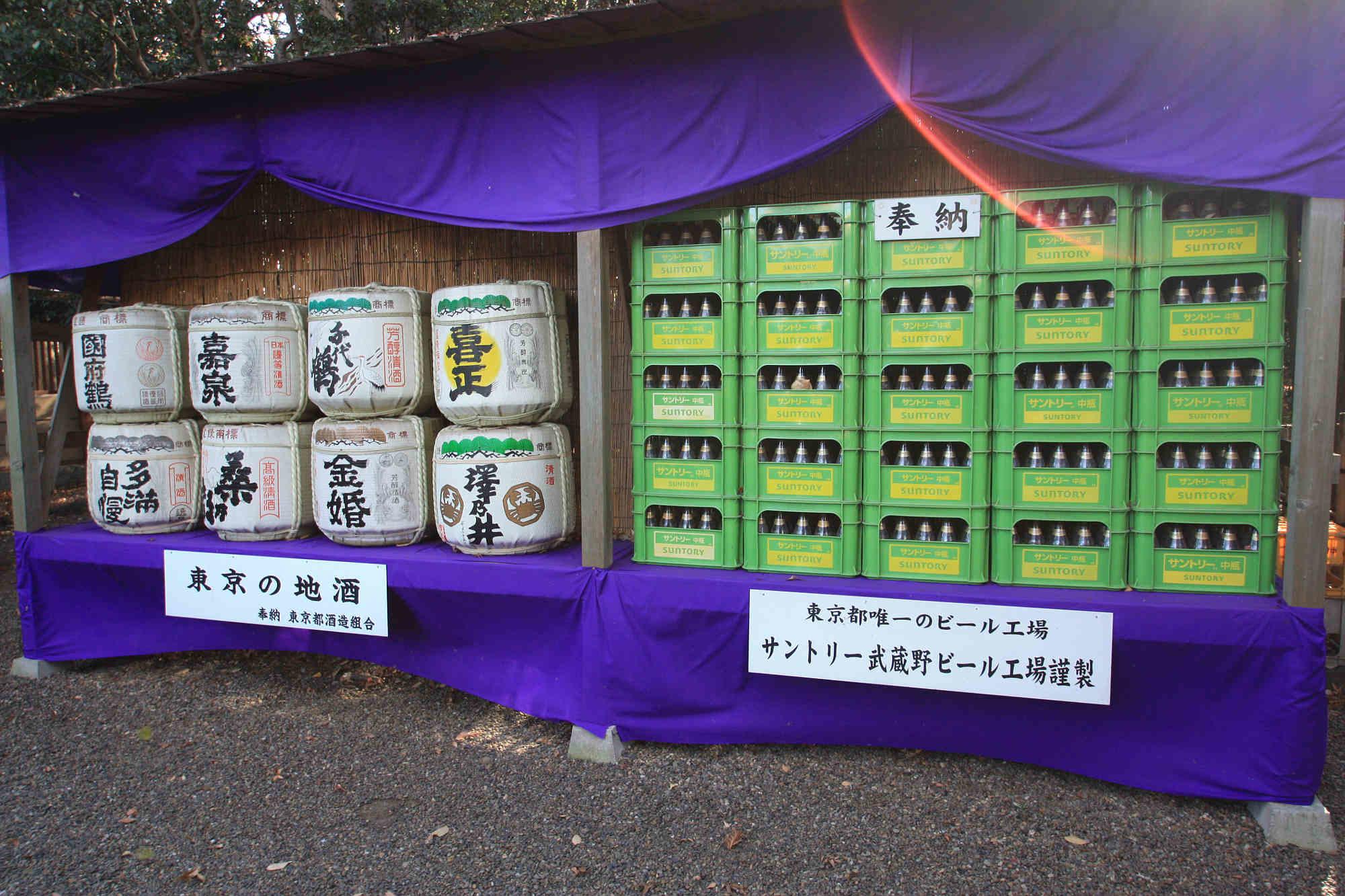 松尾神社に奉納された酒樽
