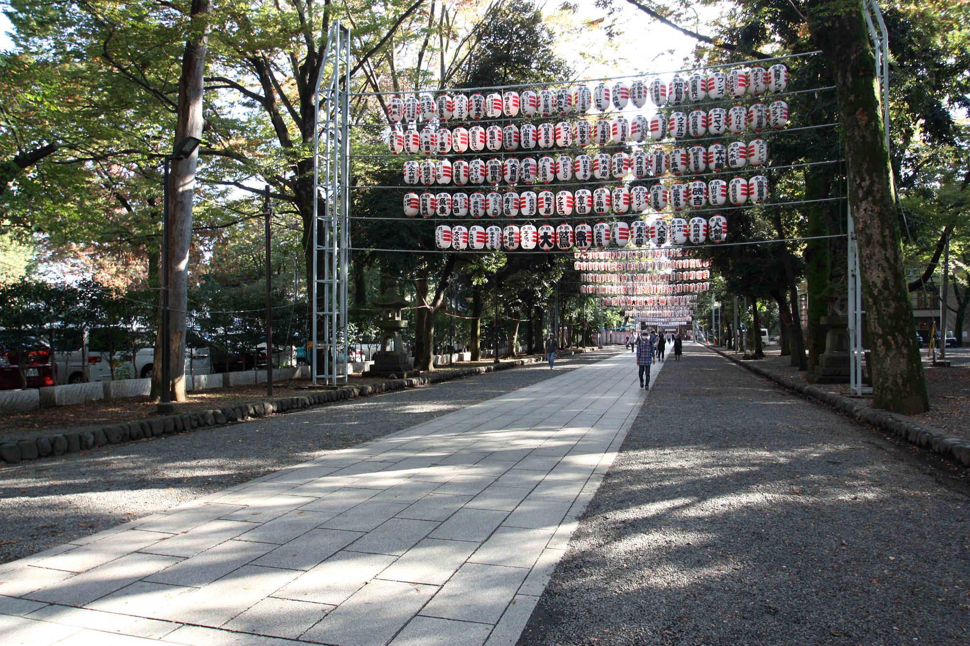大國魂神社の長い参道