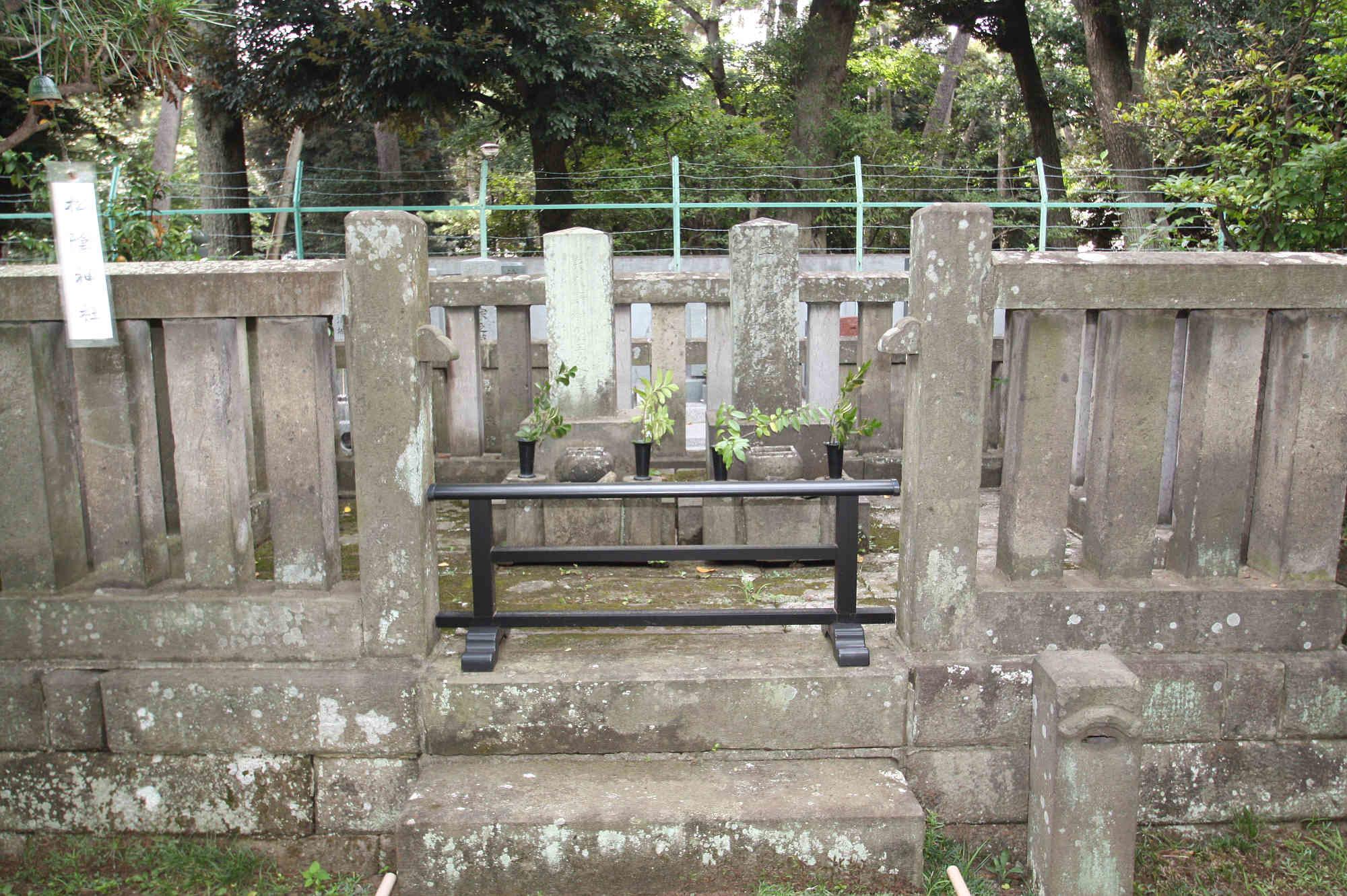 子爵野村靖並びに夫人墓碑