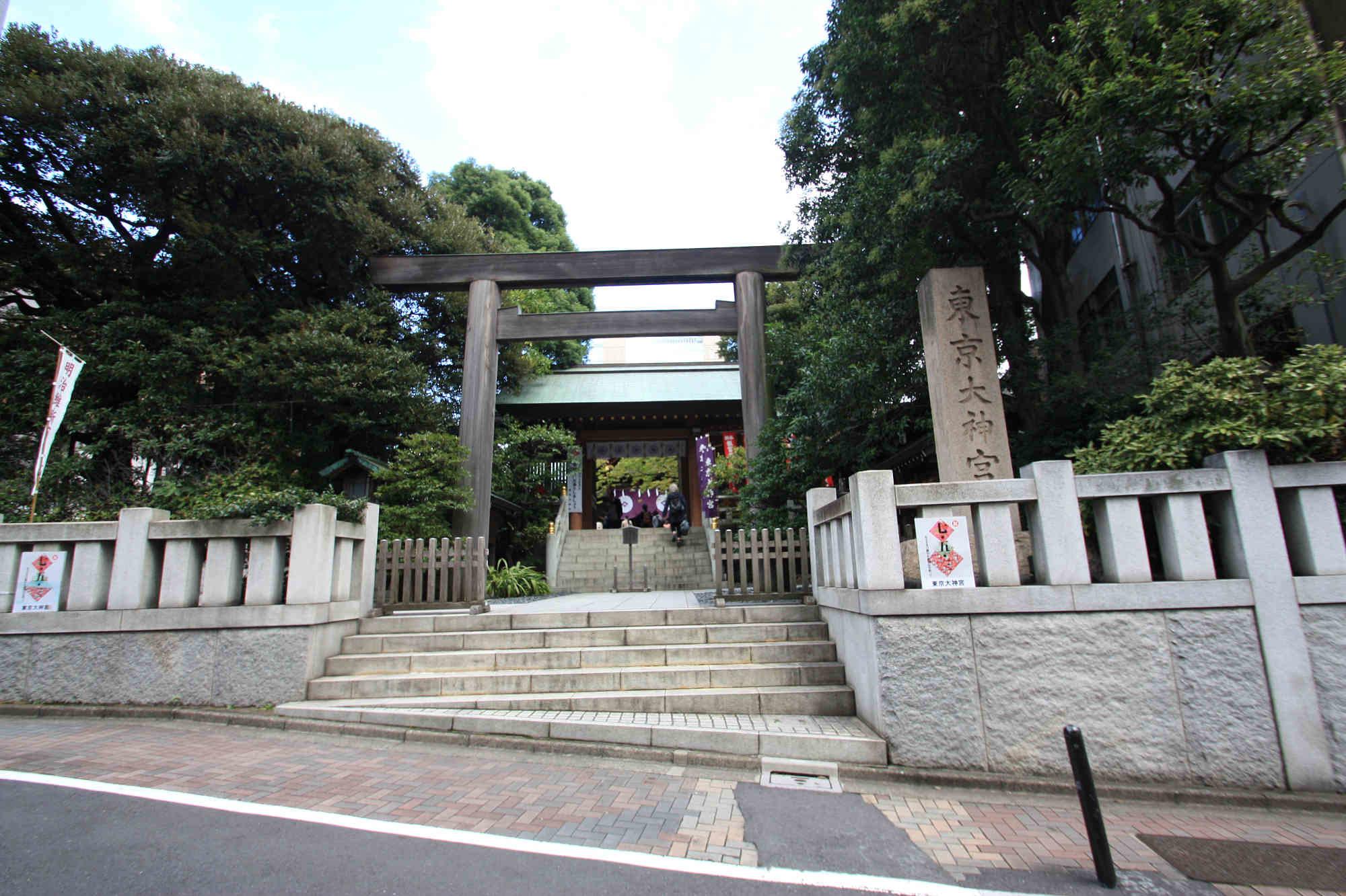 東京大神宮の鳥居と社号