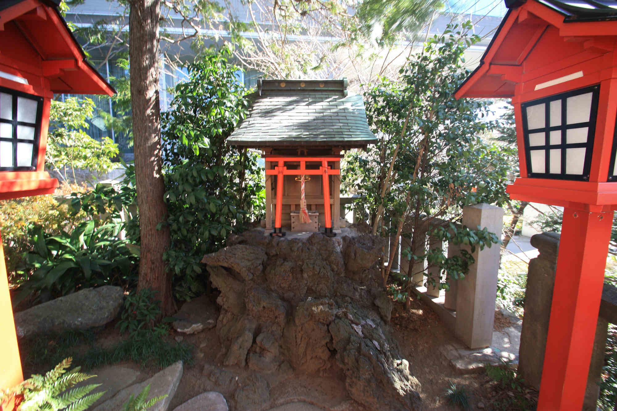 満福稲荷神社の祠