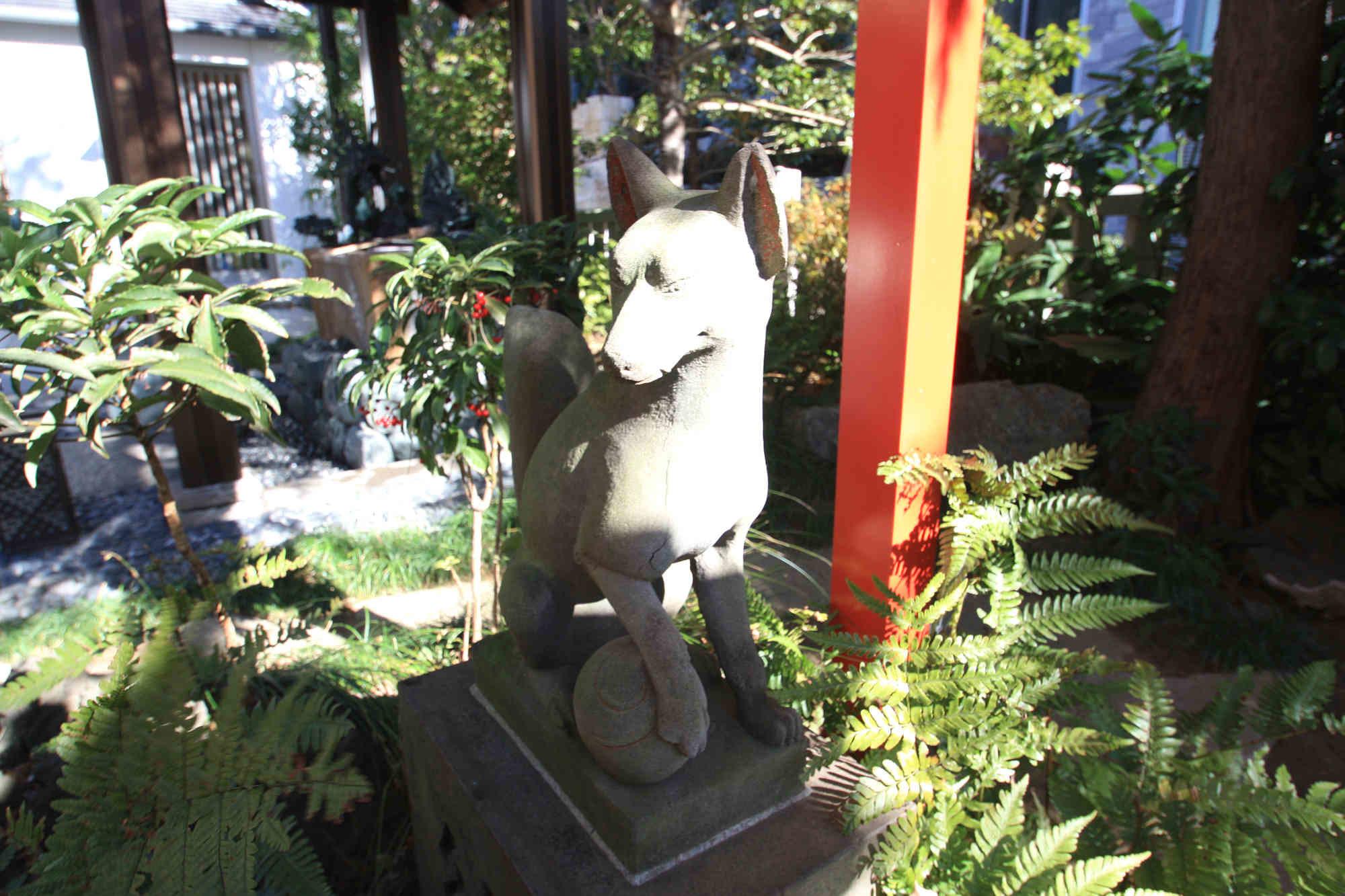 満福稲荷神社のお狐様