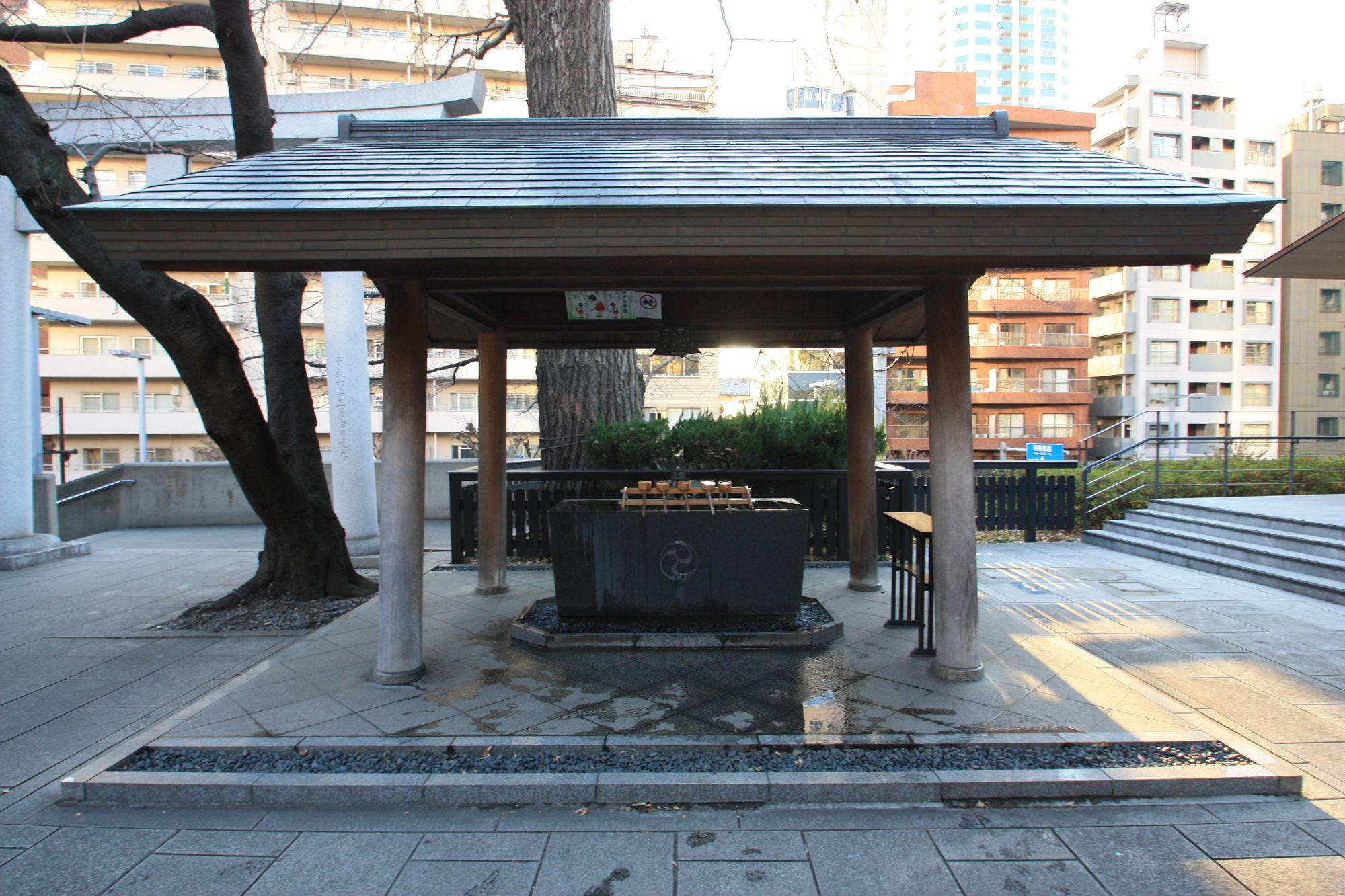新宿十二社 熊野神社の手水舎