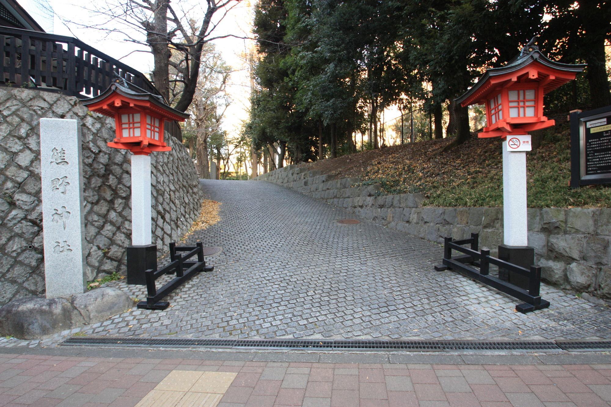 新宿十二社 熊野神社の入り口