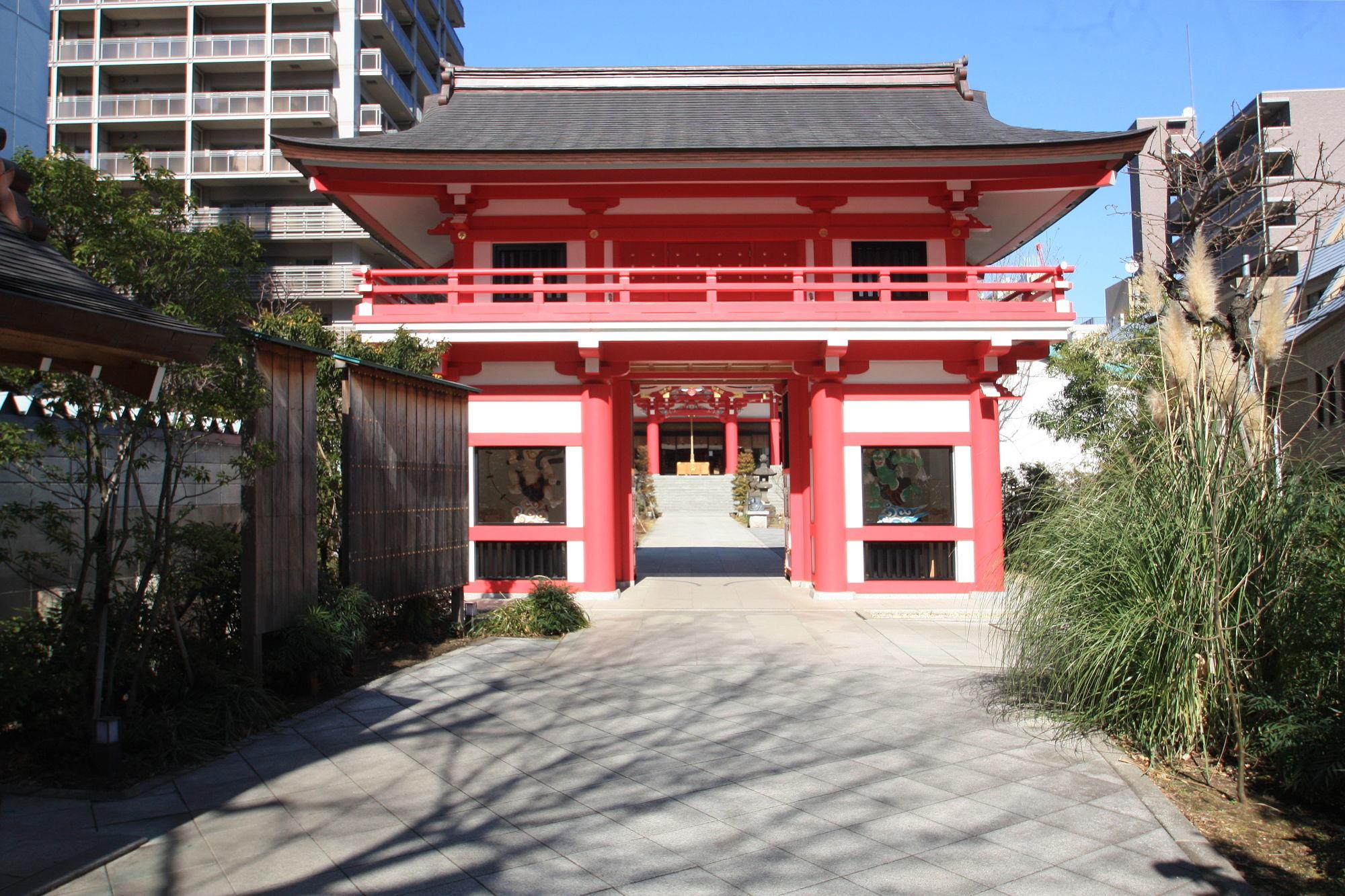 成子天神社の朱色の門