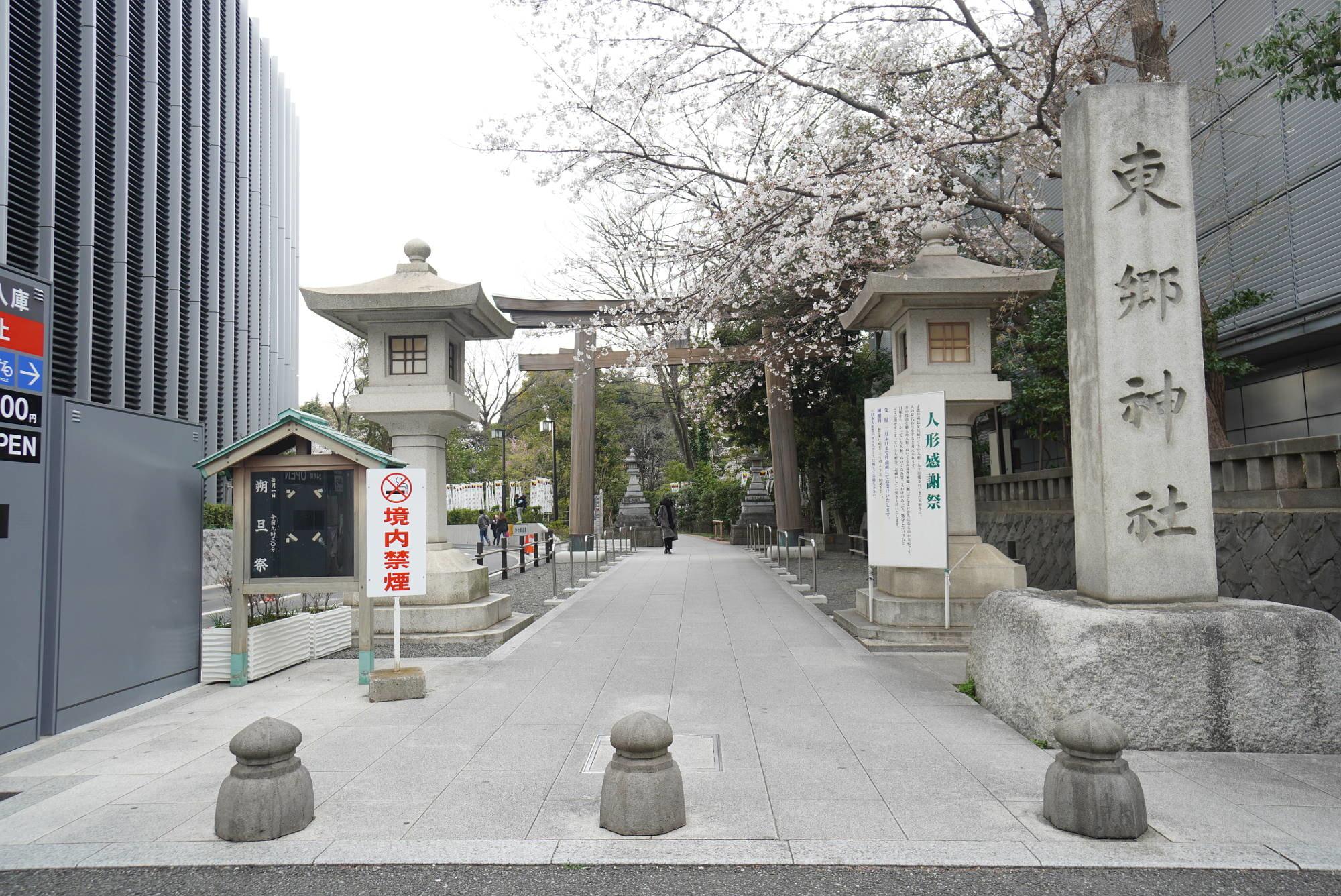 鳥居と桜(さくら)