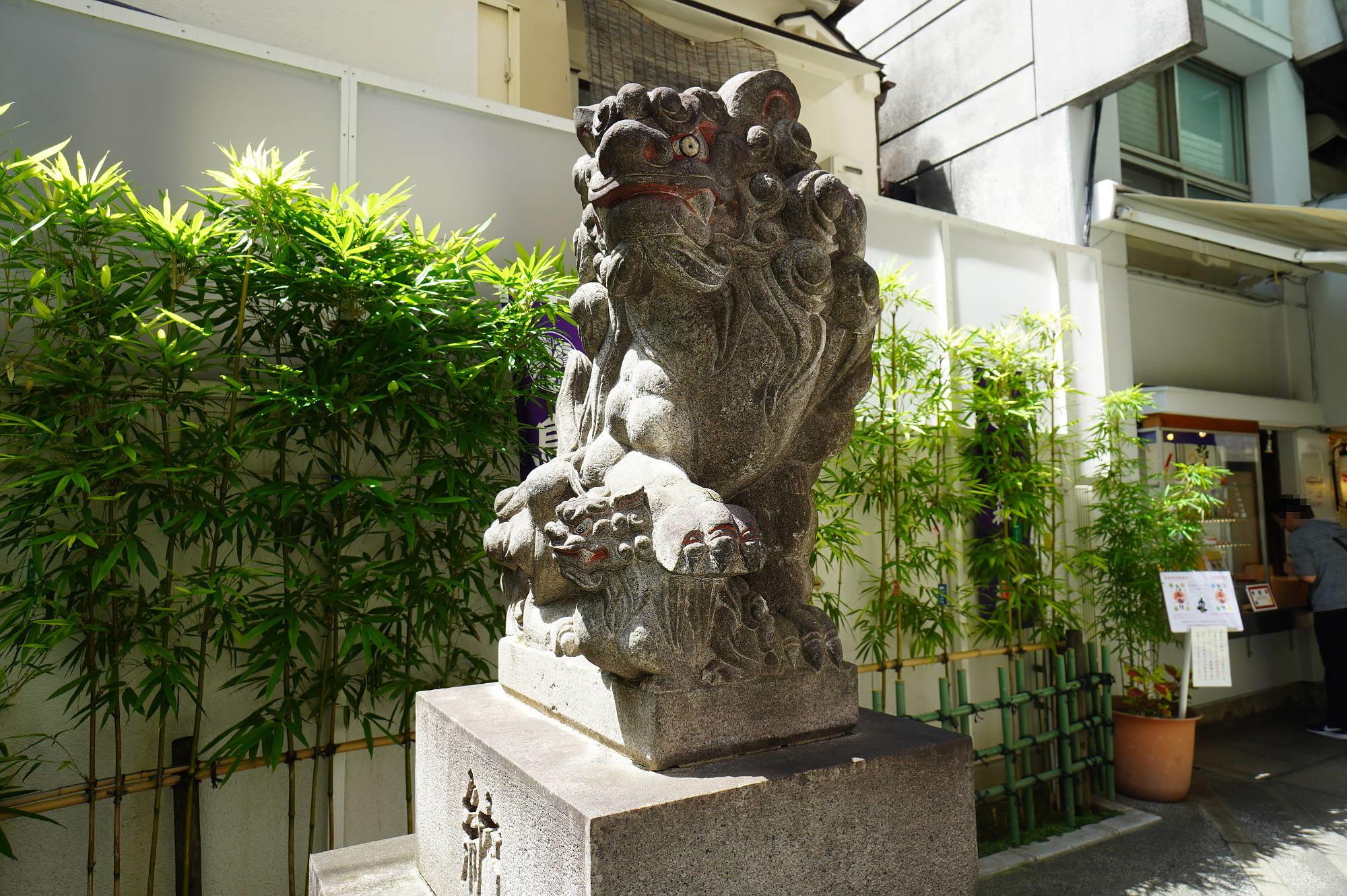 烏森神社の狛犬(左)