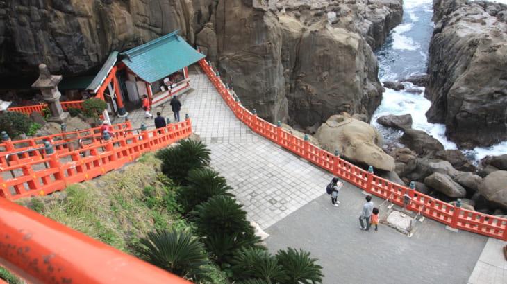 岸壁に佇む神秘の神社「鵜戸神宮」へ