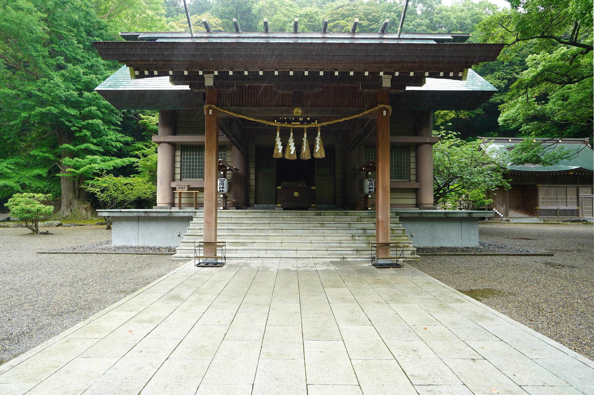 安房神社の本殿(拝殿)