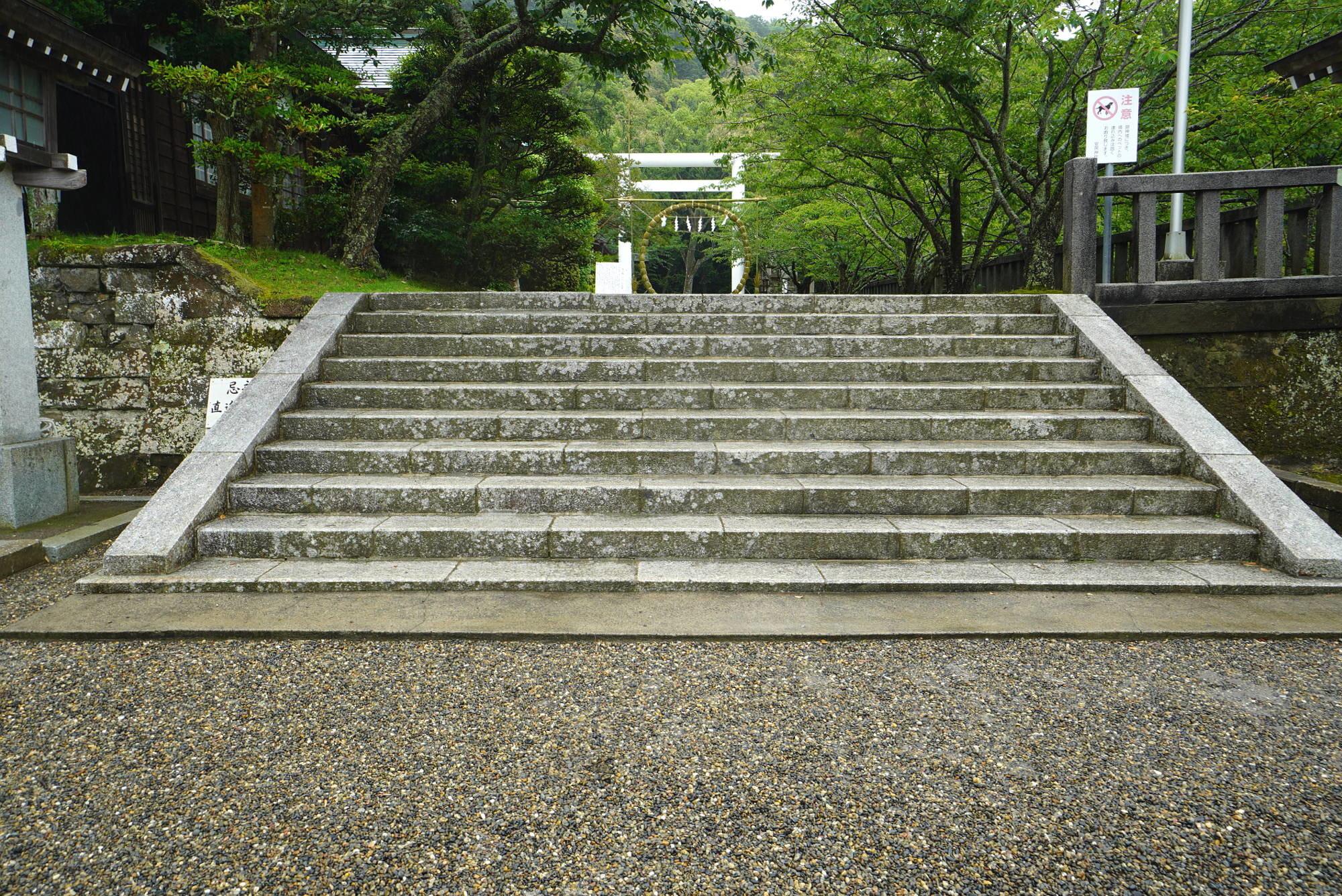 安房神社の参道