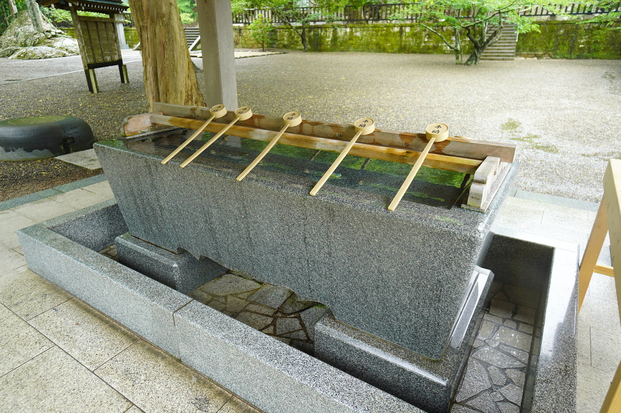 安房神社の手水舎