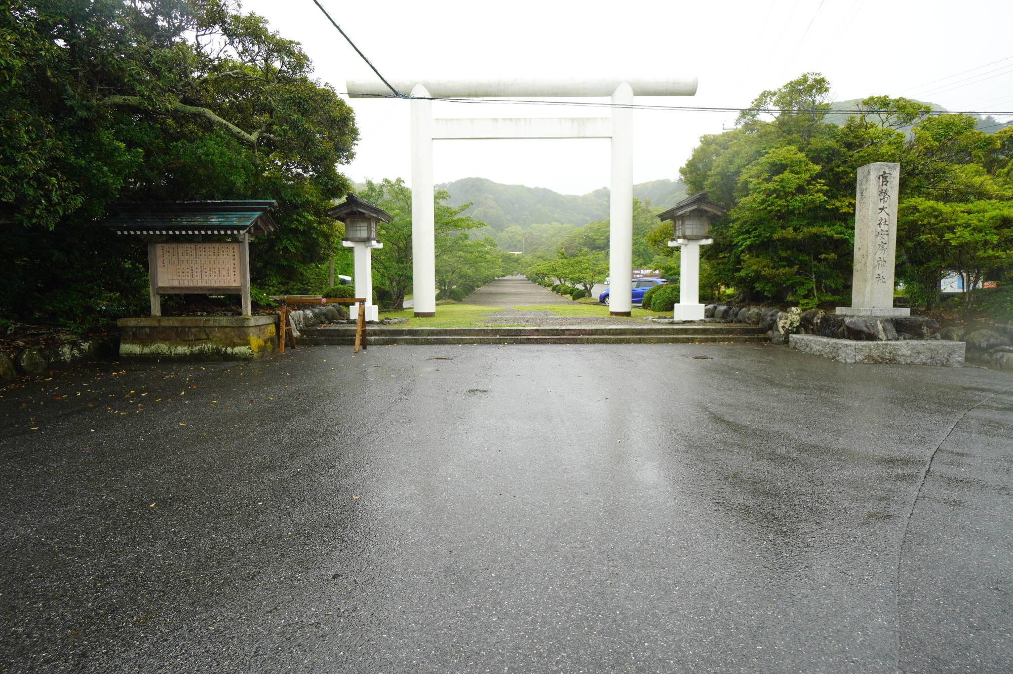 安房神社の鳥居(一の鳥居)