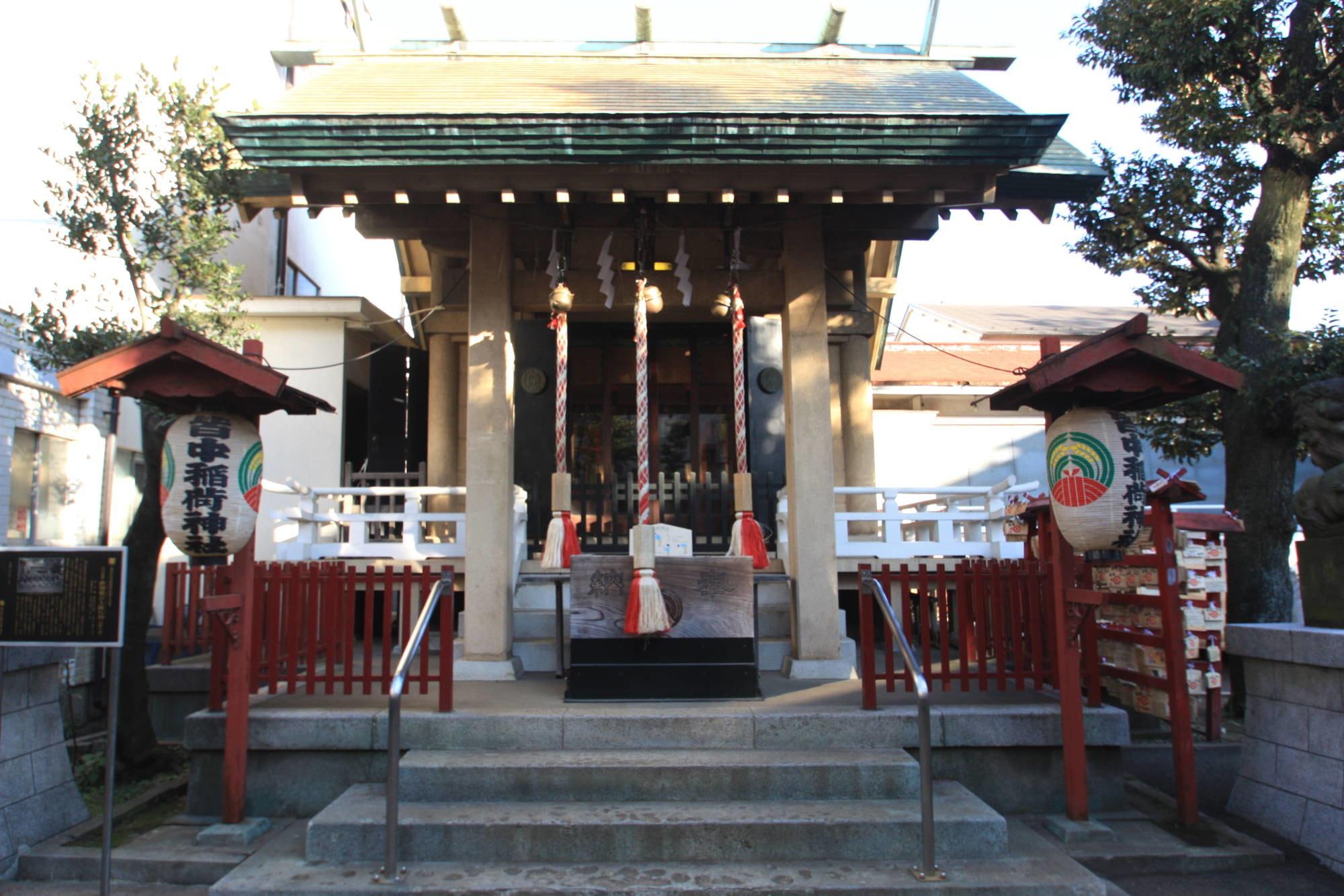 皆中稲荷神社の拝殿(本殿)