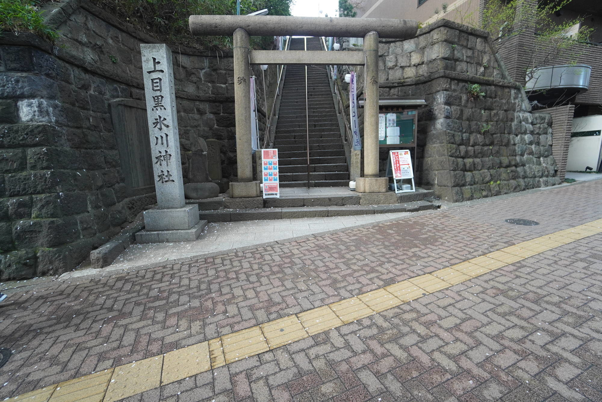 上目黒氷川神社の入り口