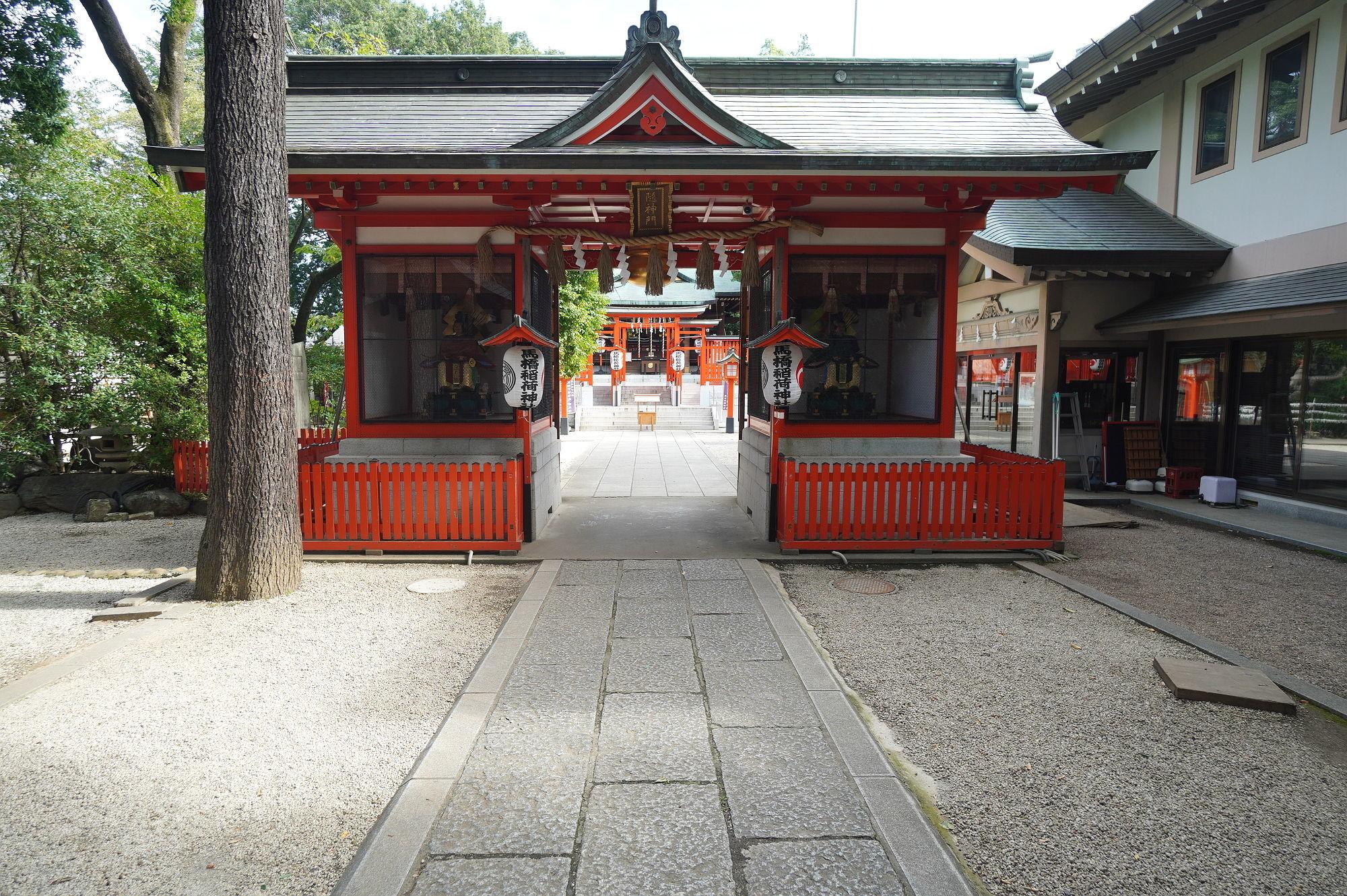 馬橋稲荷神社の随神門