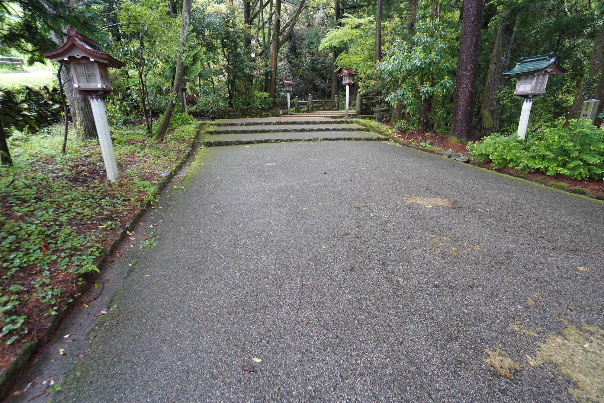 白山比め神社の参道