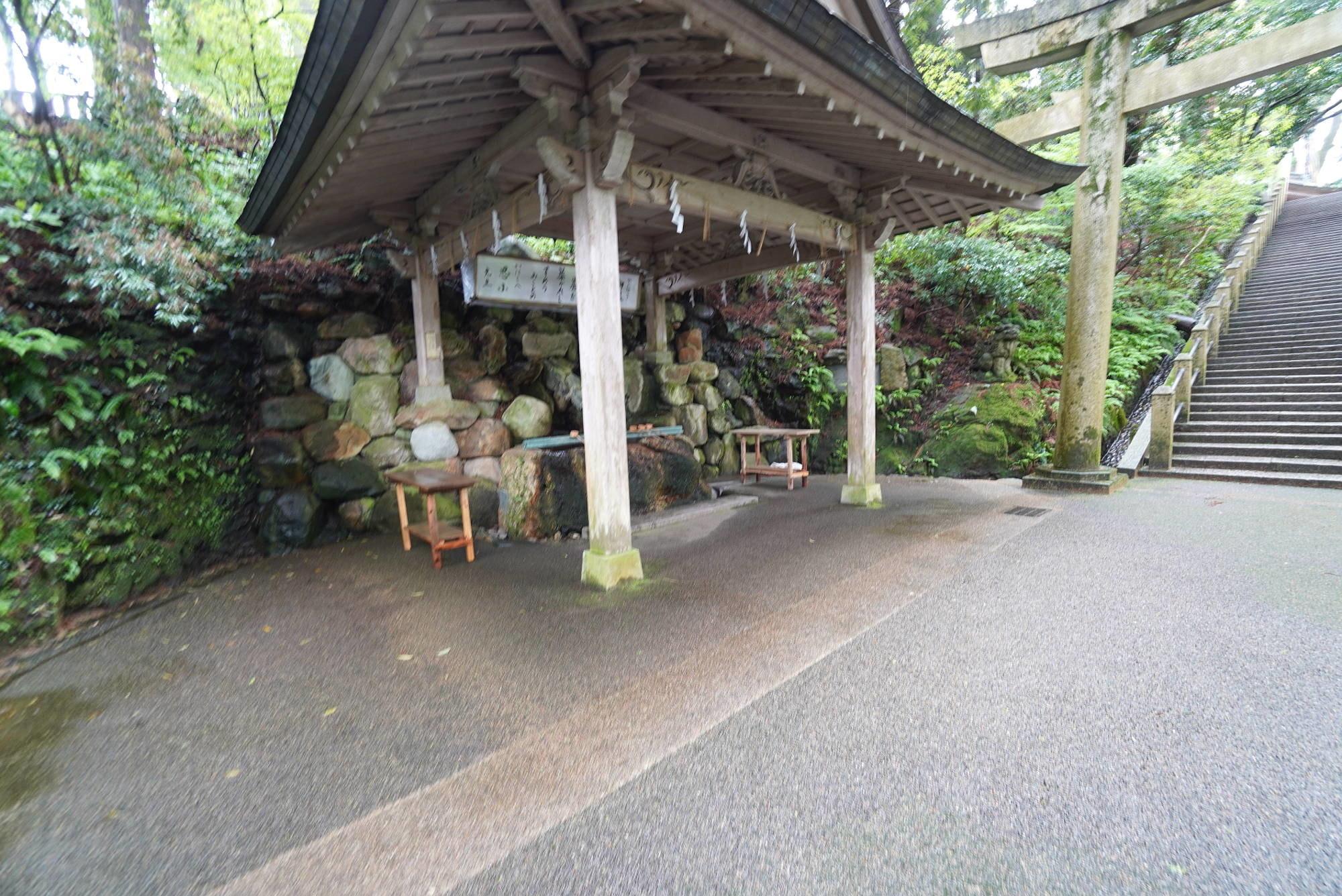 白山比咩神社の手水舎
