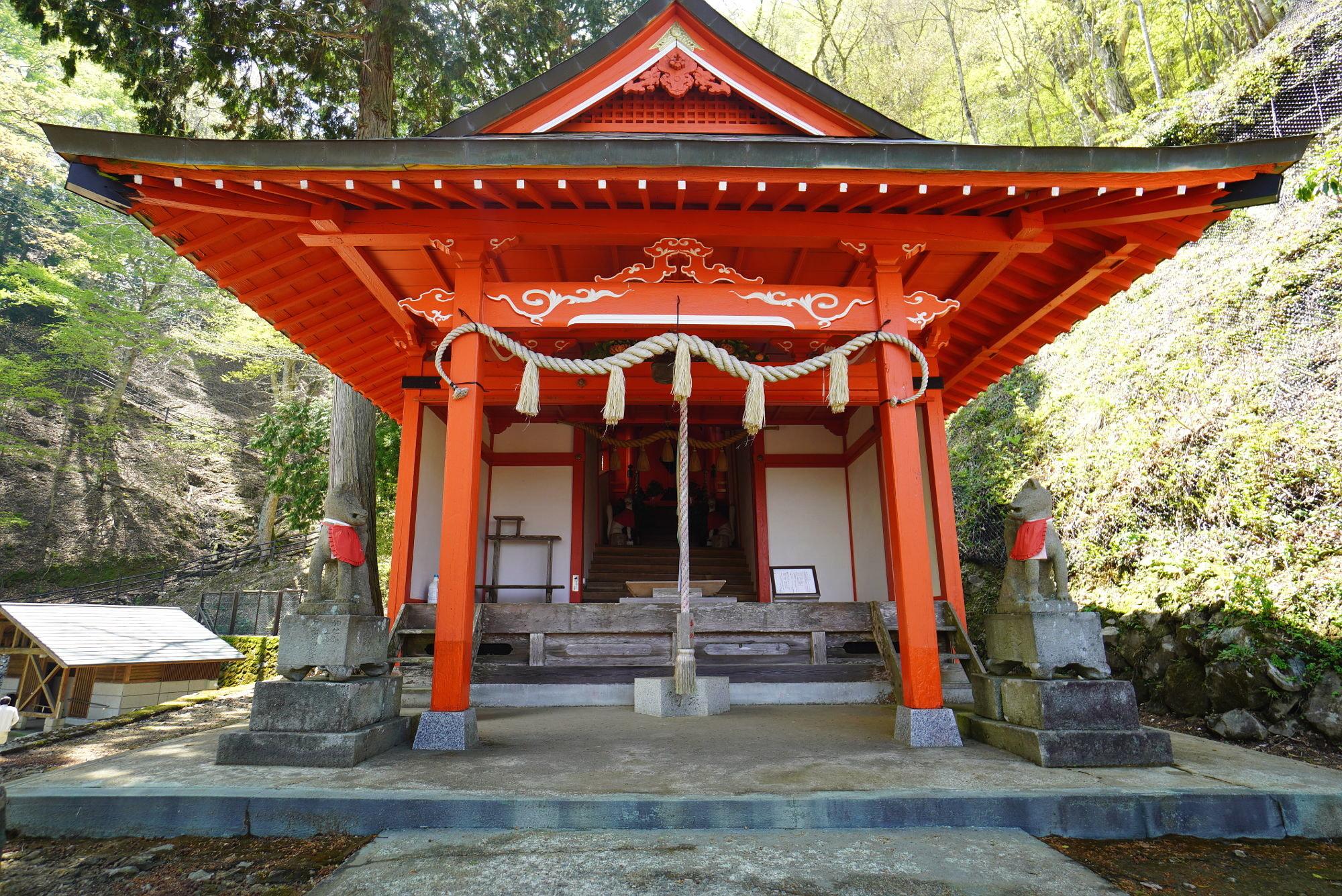 鬼嶽稲荷神社の社殿(本殿)