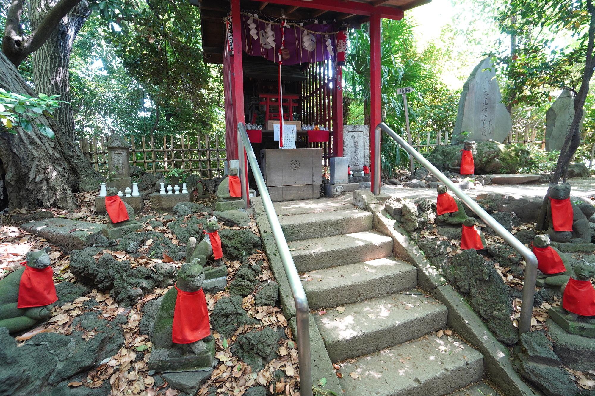 出世稲荷八幡宮の社殿(祠)