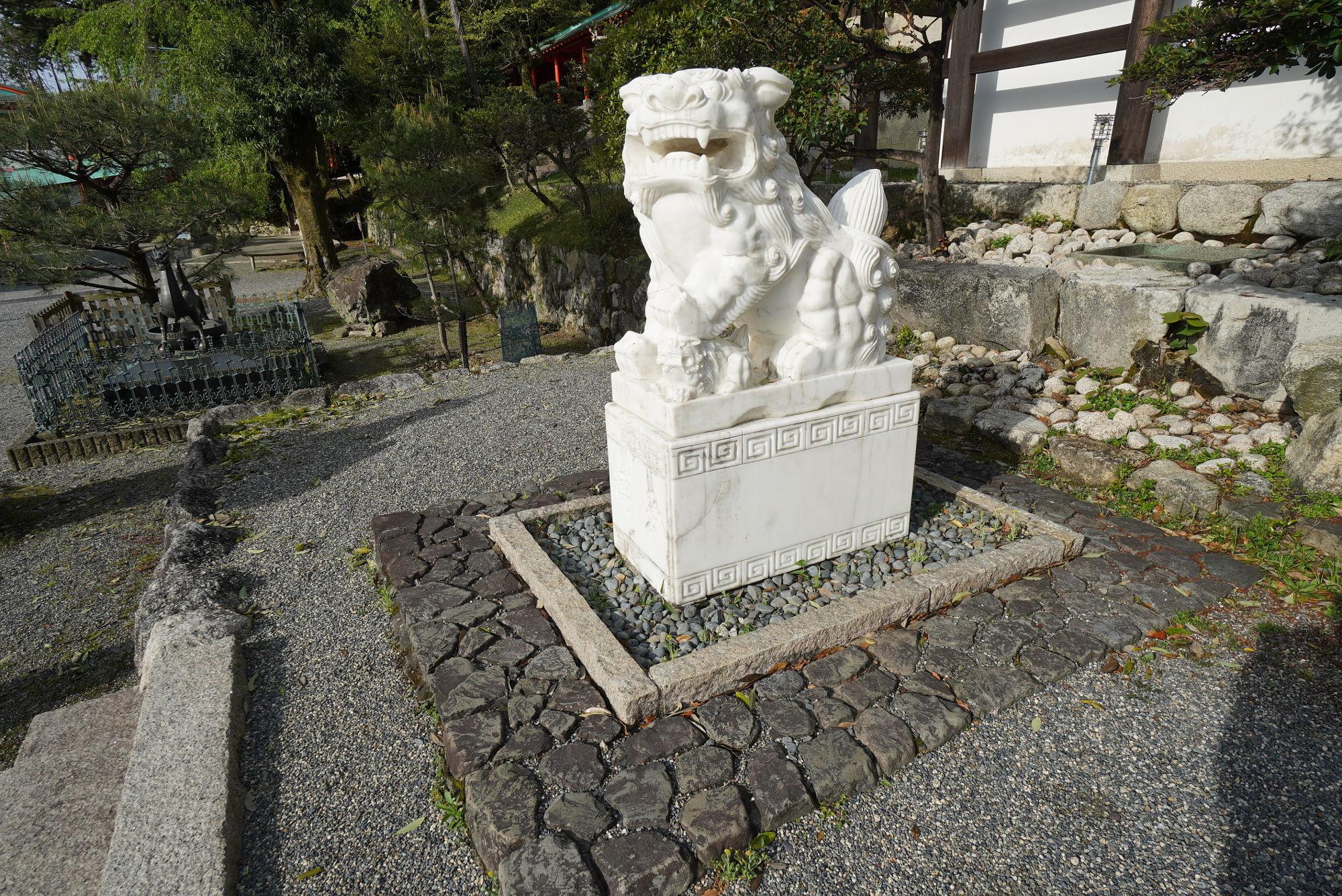 近江神宮「狛犬(左)」