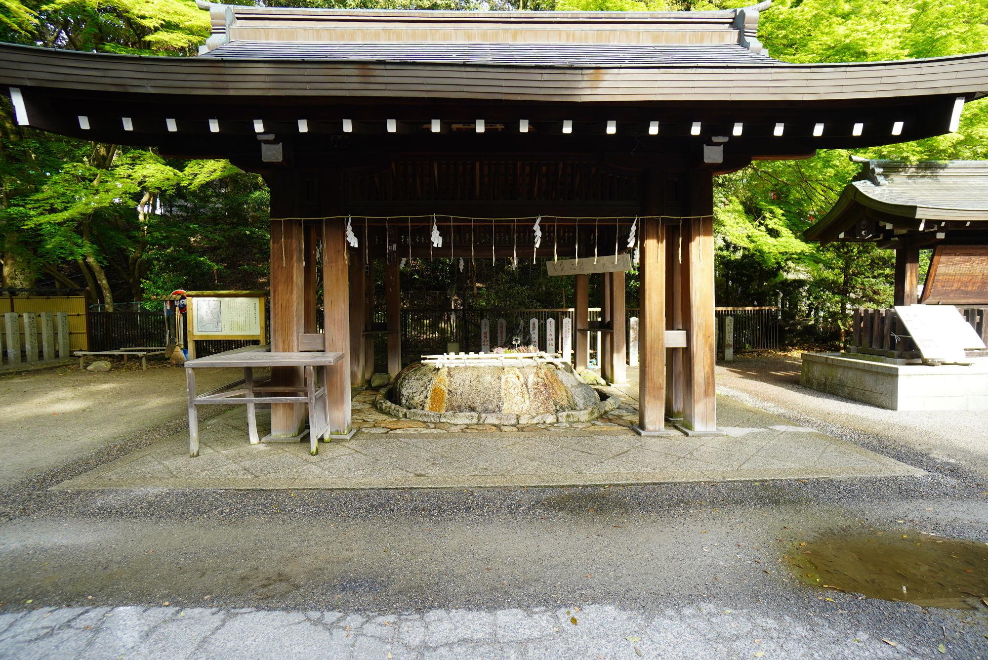 近江神宮「手水舎」