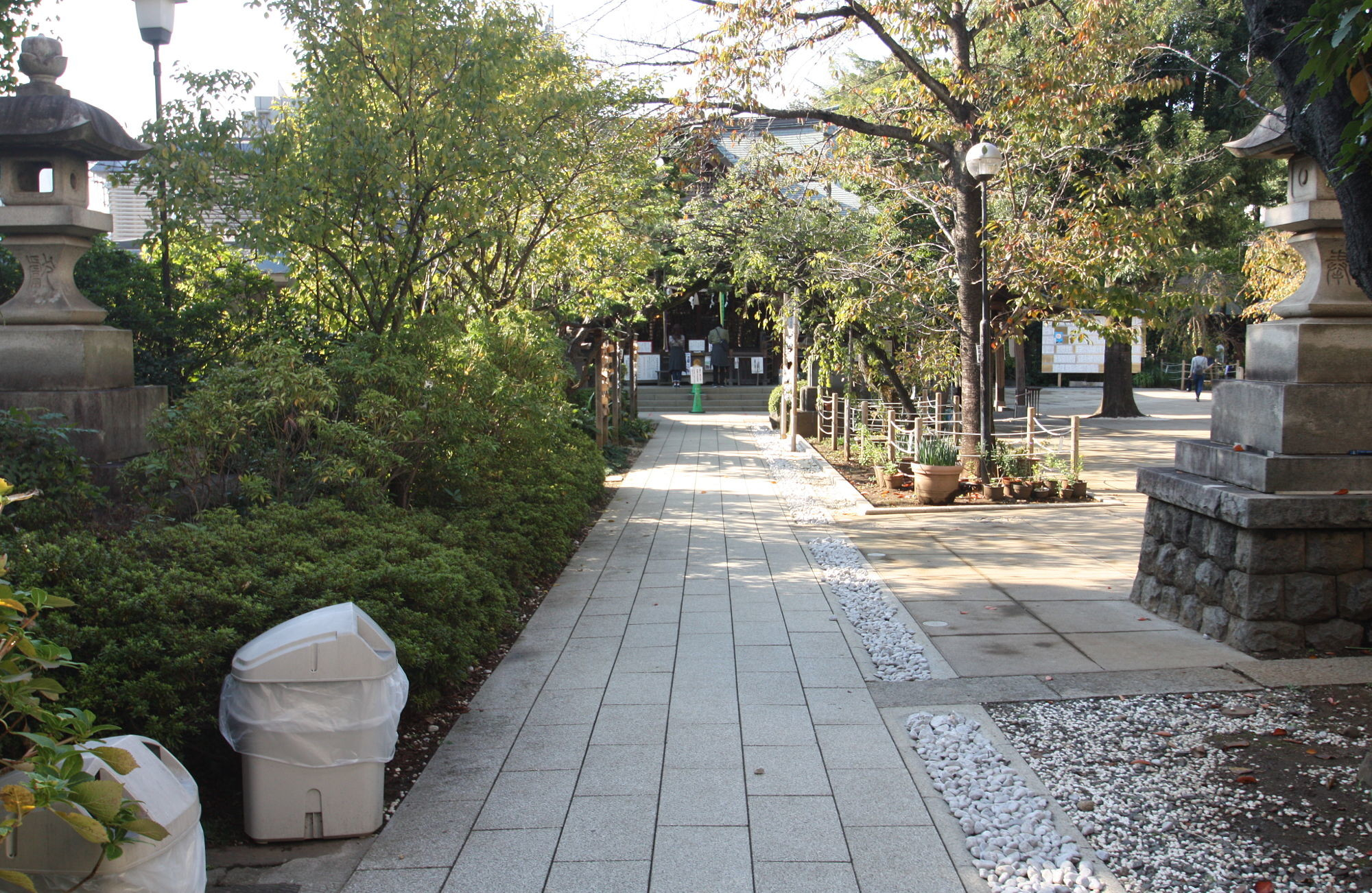 鳩森八幡神社の参道