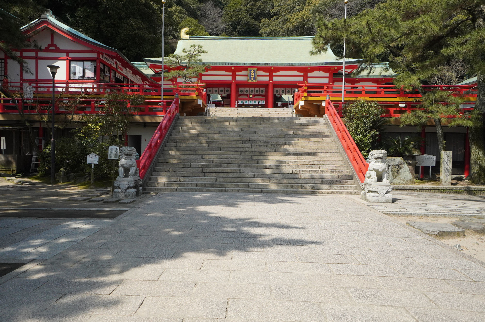 赤間神宮の外拝殿(大安殿)