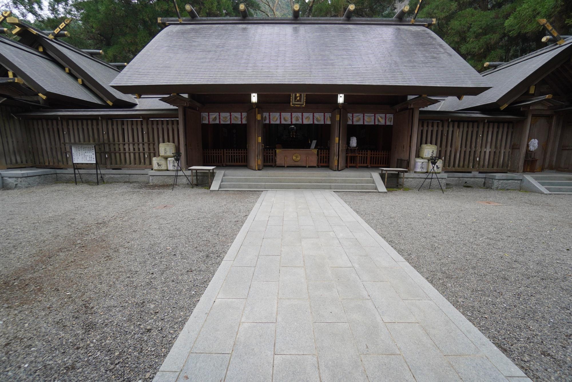 西本宮の拝殿