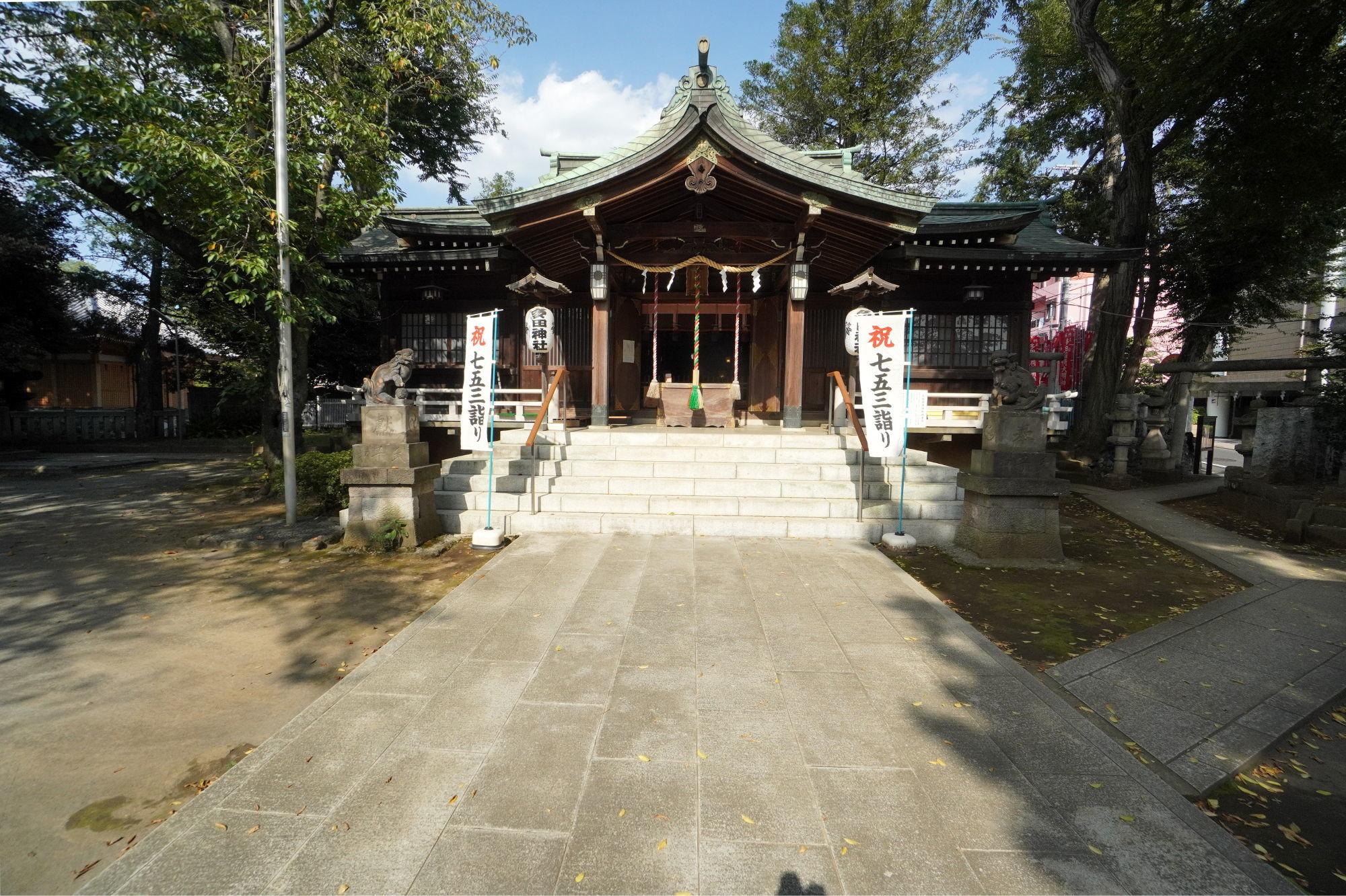 多田神社の拝殿