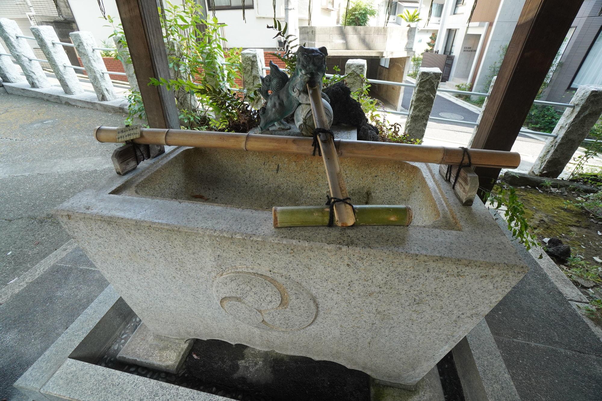 多田神社の手水舎